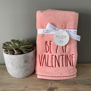 NWT Rae Dunn Be My Valentine Hand Towels Set of 2
